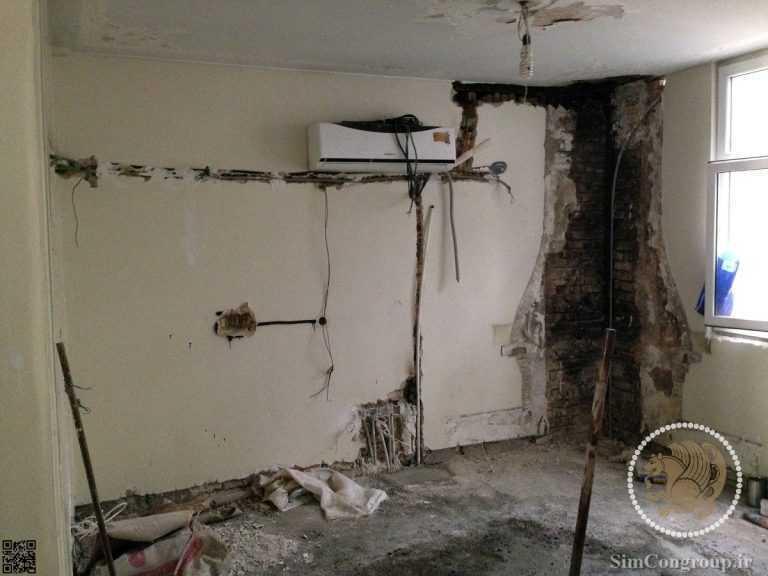 تخریب مسیر لوله برق در دیوار