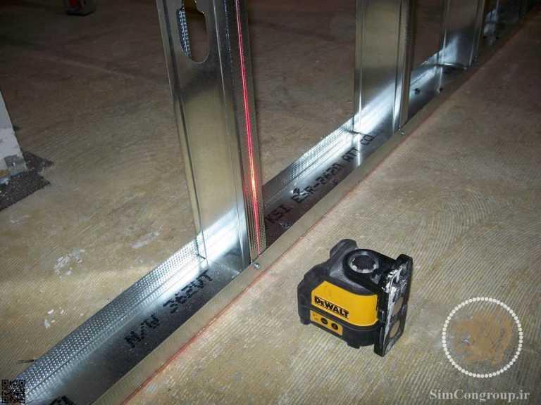 استفاده از تراز لیزری برای نصب دقیق دیوار کناف