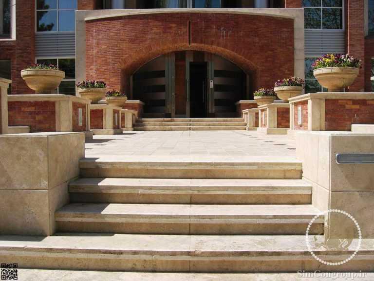 راه پله سنگی ورودی ساختمان